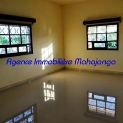 Location-villa-Mahajanga-www.mahajanga-immobilier.com07-500x332-250x250.jpg
