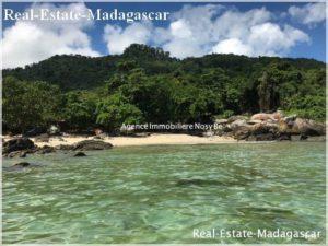 island-nosy-komba-wonderful-villa-beach-500x375.jpg