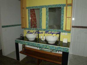 madagascar-mahajanga-sale-villa-four-rooms-swimming-pool-2-500x375.jpg