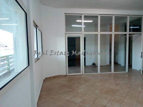 rent-downtown-area-mahajanga-Office-space-400-m²-4305-ft²-1-500x375.jpg