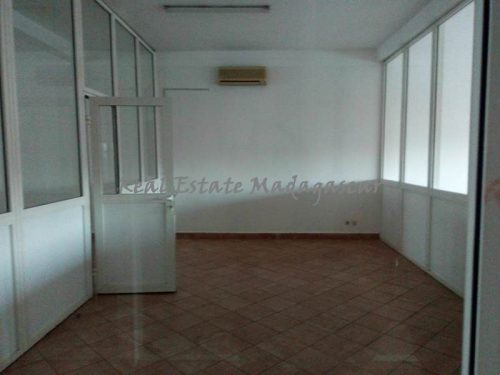 rent-downtown-area-mahajanga-Office-space-400-m²-4305-ft²-2-500x375.jpg