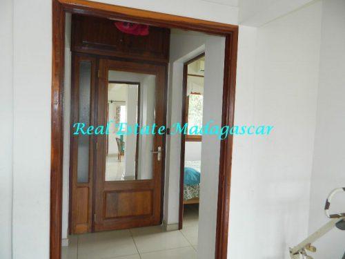 rent-furnished-apartment-harbour-t-diego-suarez-madagascar-8-500x375.jpg