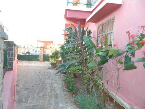 rent-unfurnished-apartment-city-center-diego-suarez-3-500x375.jpg