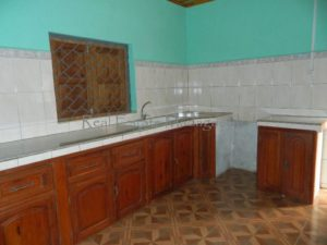 rent-unfurnished-villa-with-three-rooms-10-minutes-downtown-diego-10-500x375.jpg