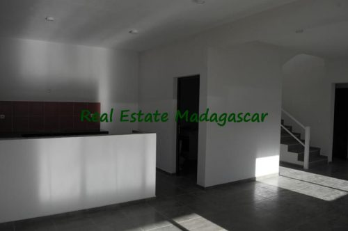 rental-apartment-6-minutes-from-downtown-mahajanga-2-500x332.jpg