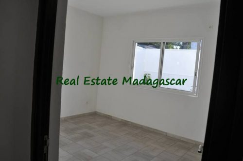 rental-apartment-6-minutes-from-downtown-mahajanga-3-500x332.jpg