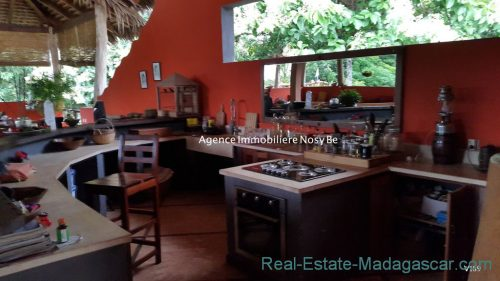 www.real-estate-madagascar.com_.com0110-500x281.jpg