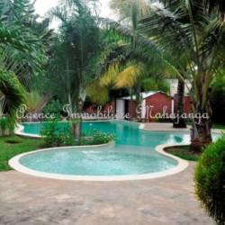 Villa-location-mahajanga-www.mahajanga-immobilier.com8_-500x332-250x250-1.jpg
