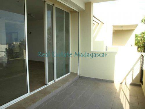 mahajanga-rental-several-apartments-sea-front-with-swimming-pool-3-500x375.jpg