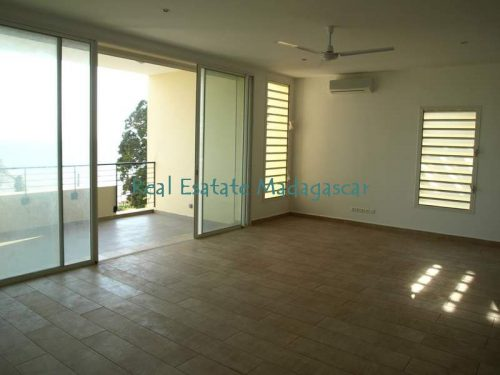 mahajanga-rental-several-apartments-sea-front-with-swimming-pool-4-500x375.jpg