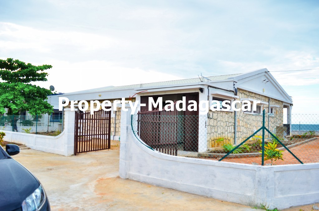 mahajanga-rental-great-villa-sea-view-impregnable-2.jpg