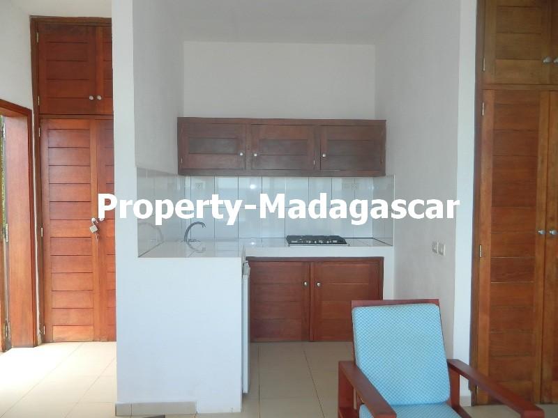 rent-furnished-studio-road-ramena-4.JPG