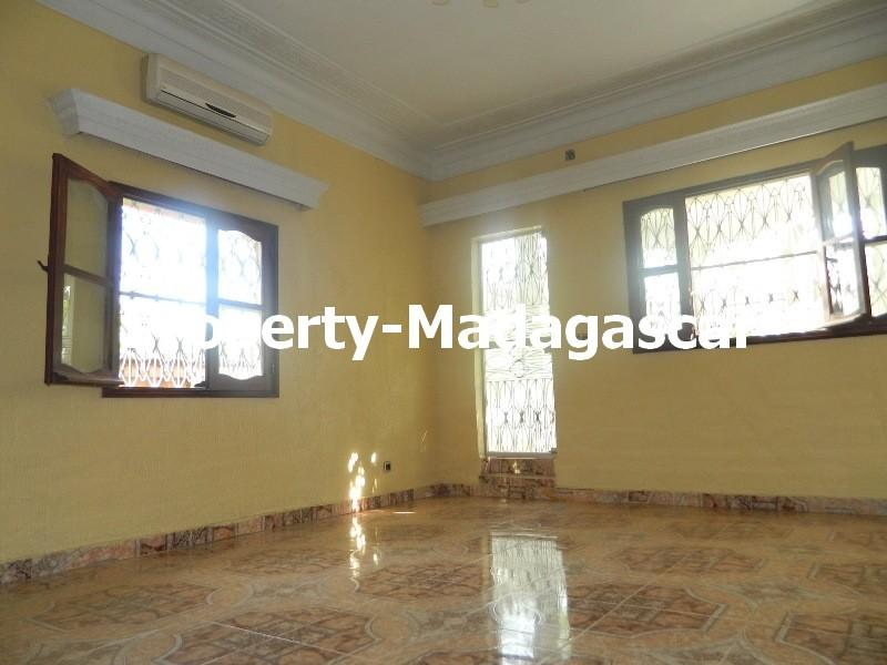 rental-villa-6-bedrooms-diego-suarez-5.JPG