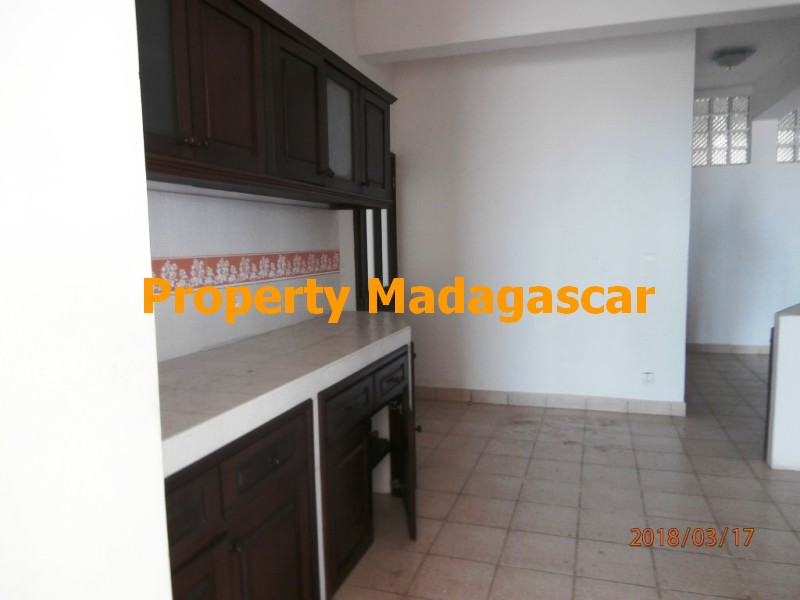 rental-apartment-t4-mahajanga-4.jpg