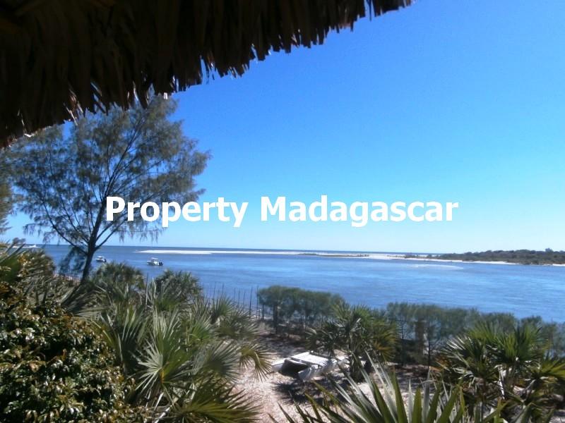 sale-bungalow-sea-view-mahajanga-2.jpg