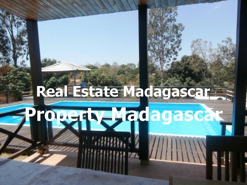 rent-mahajanga-villa-pool-1.jpg