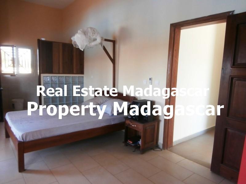 rent-mahajanga-villa-pool-3.jpg