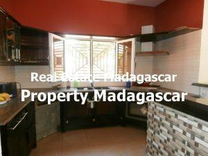 rent-mahajanga-villa-pool-5.jpg