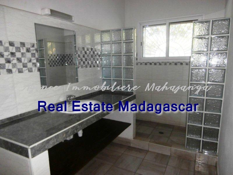 mahajanga-new-villa-sale-quiet-area-3.jpg