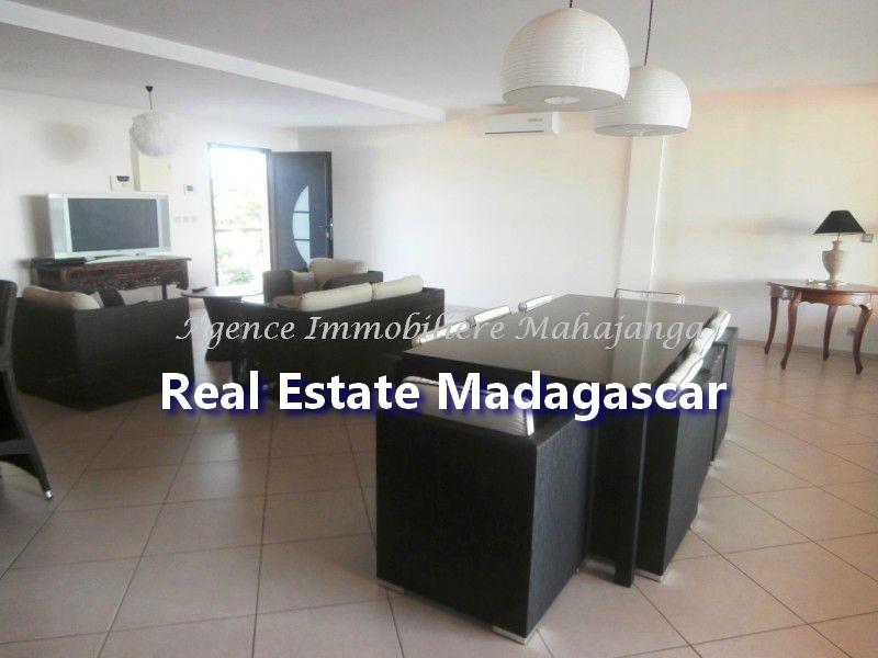 rent-mahajanga-apartment-standing-2.jpg