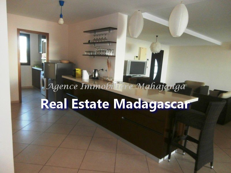 rent-mahajanga-apartment-standing-3.jpg