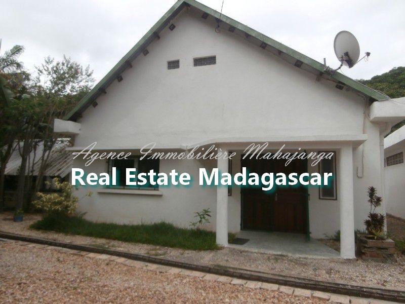amborovy-mahajanga-villa-rental-swimming-pool-1.jpg