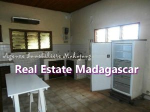 villa-for-sale-mahajanga-near-downtown-2.jpg