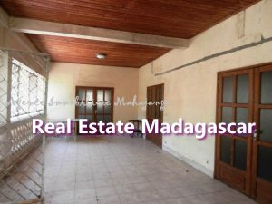 villa-for-sale-mahajanga-near-downtown-4.jpg