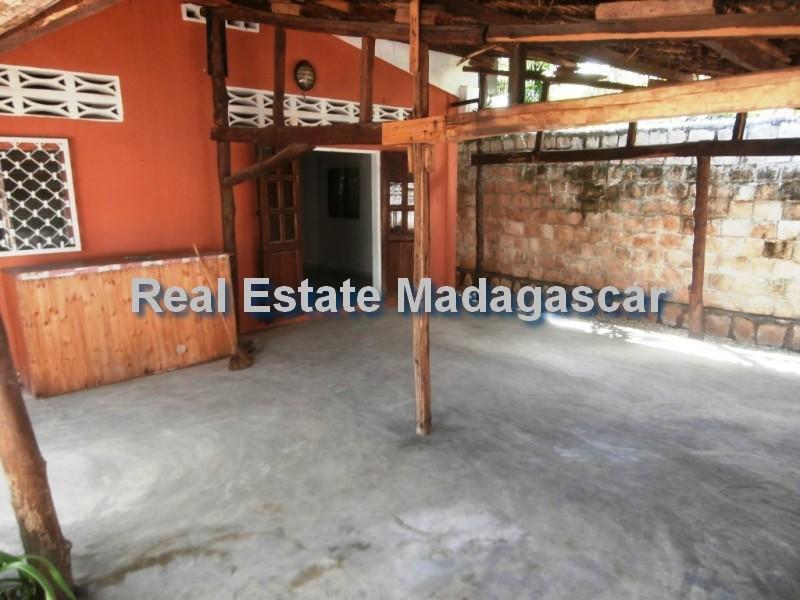 mahajanga-sale-villa-tourist-village-1.jpg
