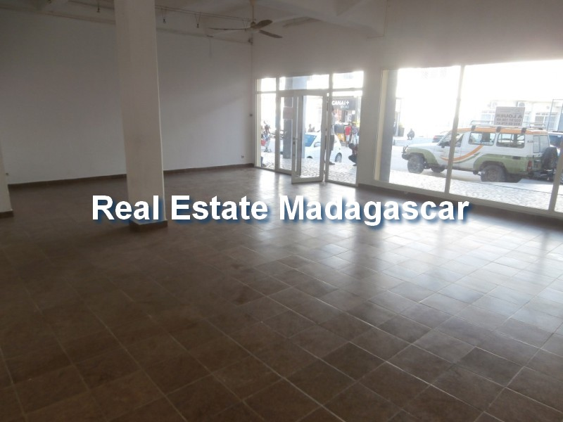 mahajanga-local-rent-shopping-mall.jpg