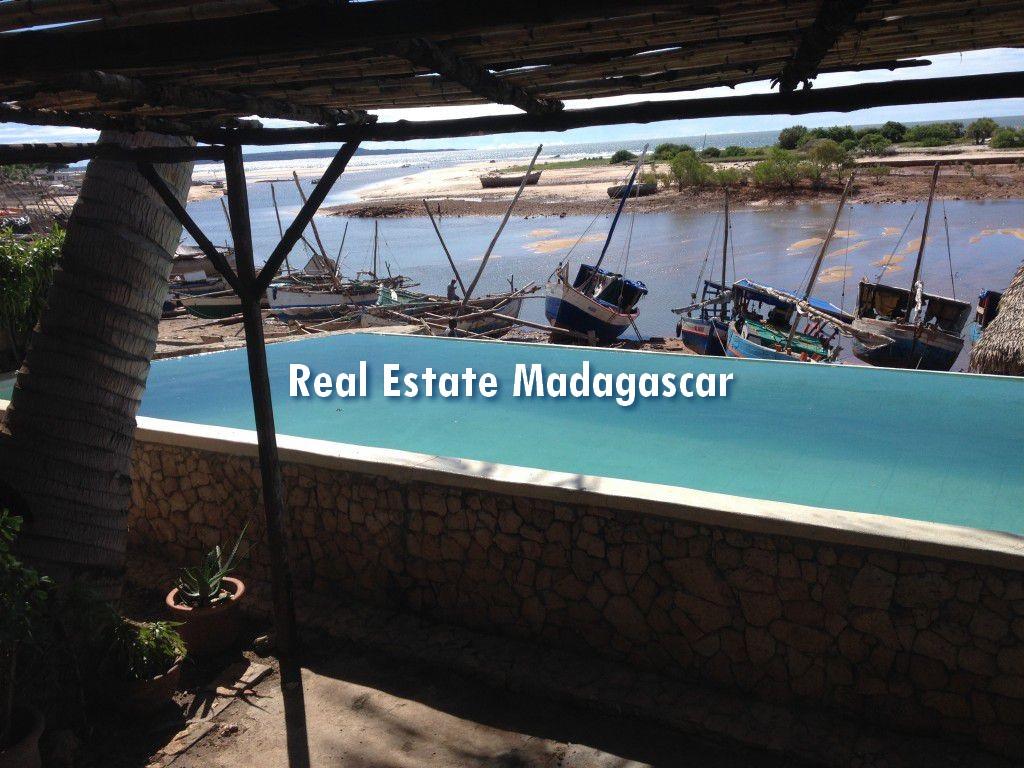 mahajanga-villa-rental-pool-2.jpg