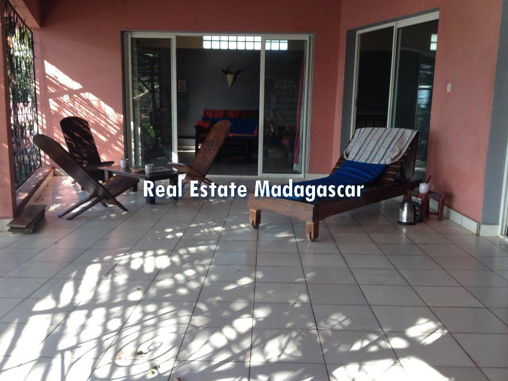 mahajanga-villa-rental-pool-3.jpg