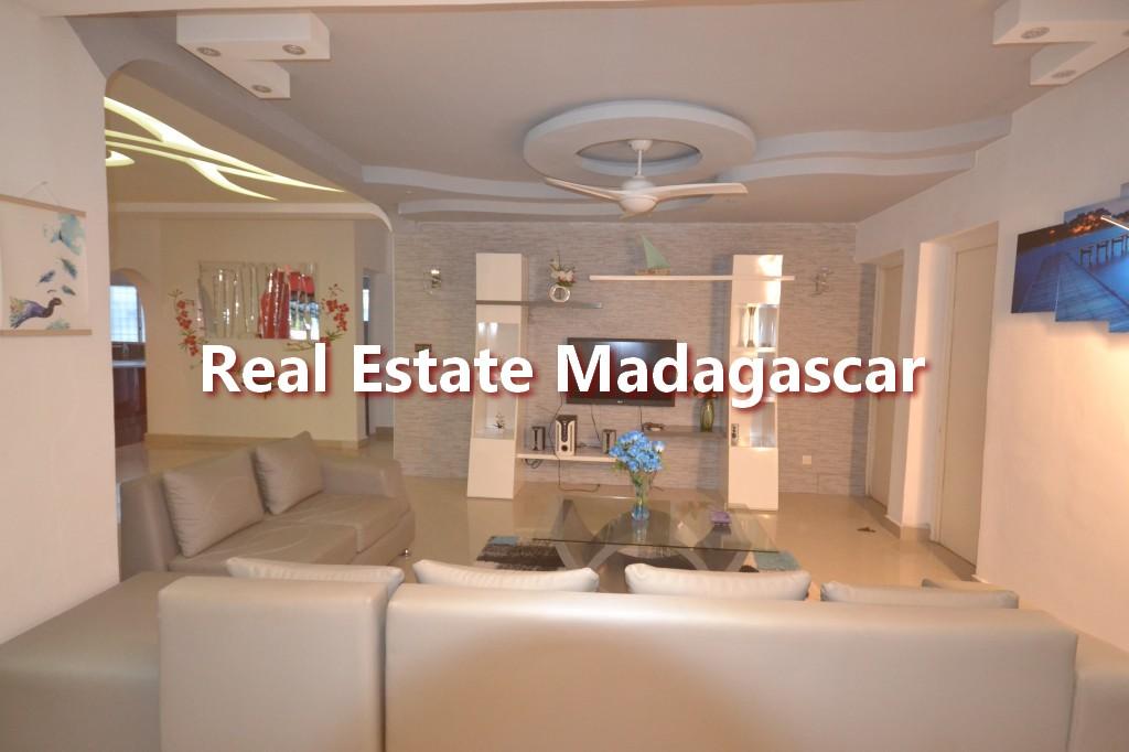 amborovy-mahajanga-furnished-villa-rental-3.jpg