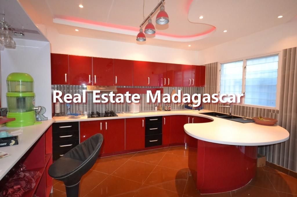 amborovy-mahajanga-furnished-villa-rental-4.jpg