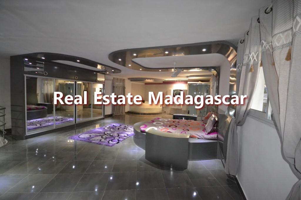 amborovy-mahajanga-furnished-villa-rental-5.jpg