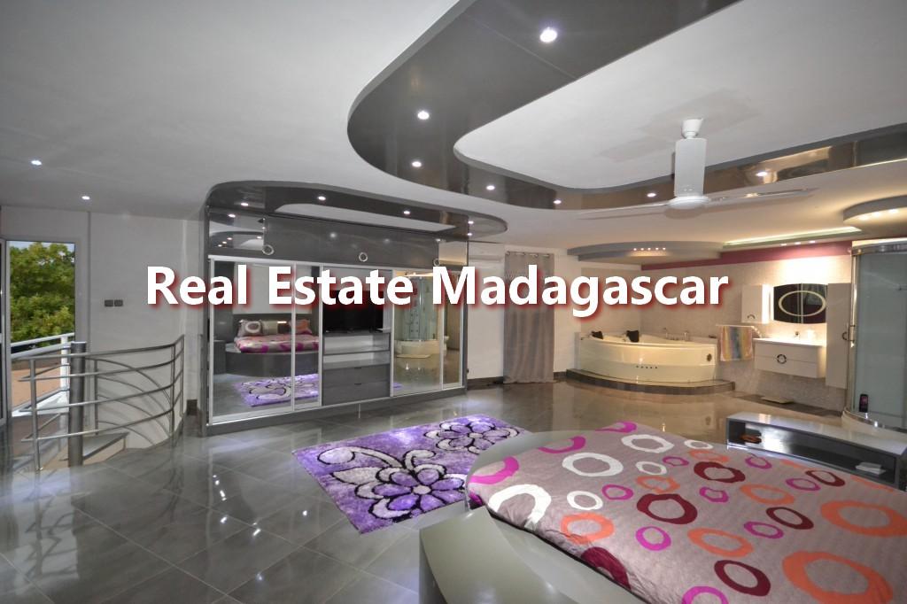 amborovy-mahajanga-furnished-villa-rental-6.jpg