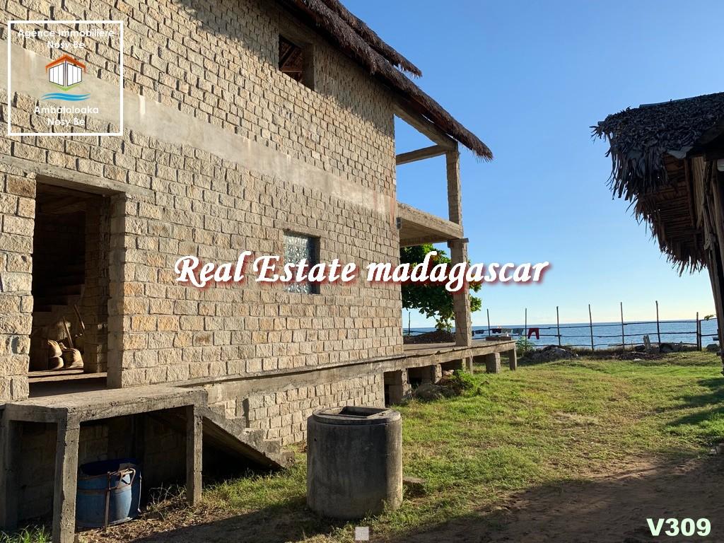 villa-for-sale-dzamandzar-nosybe-7.jpg