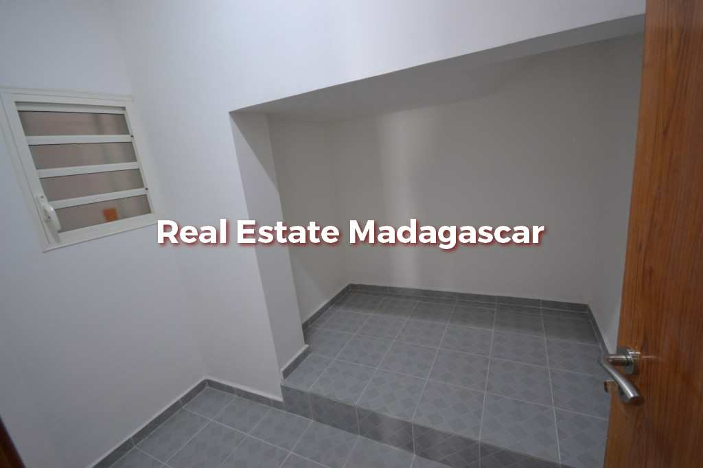 commercial-premise-ground-floor-new-building-4.jpg