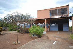 villa-for-sale-amparemahitsy-mahajanga-1.jpg