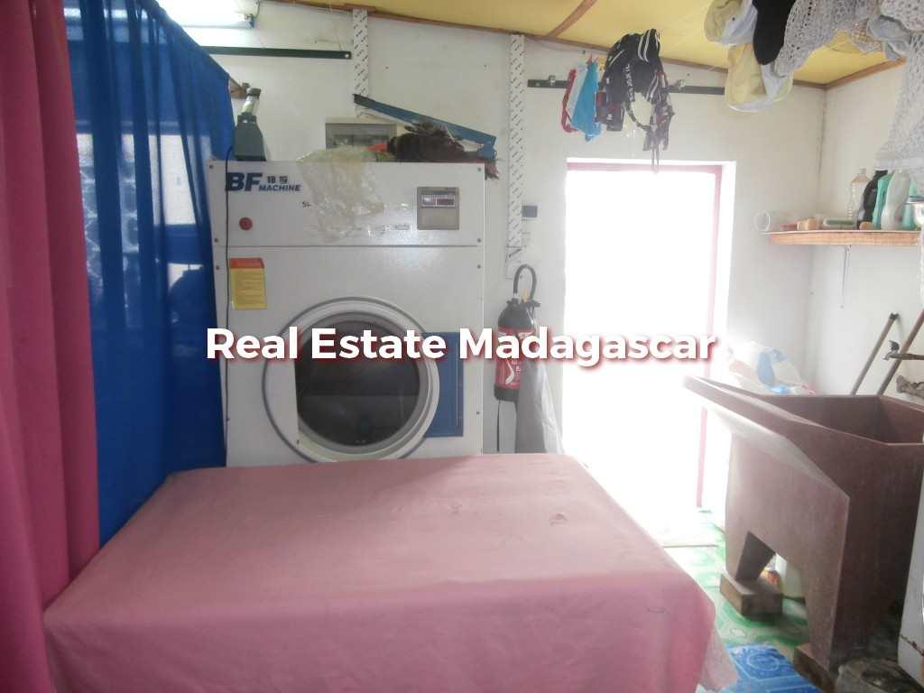 mahajanga-laundry-sale-2.jpg