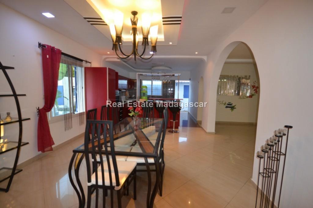 Sale furnished villa Amborovy Mahajanga 3.jpg