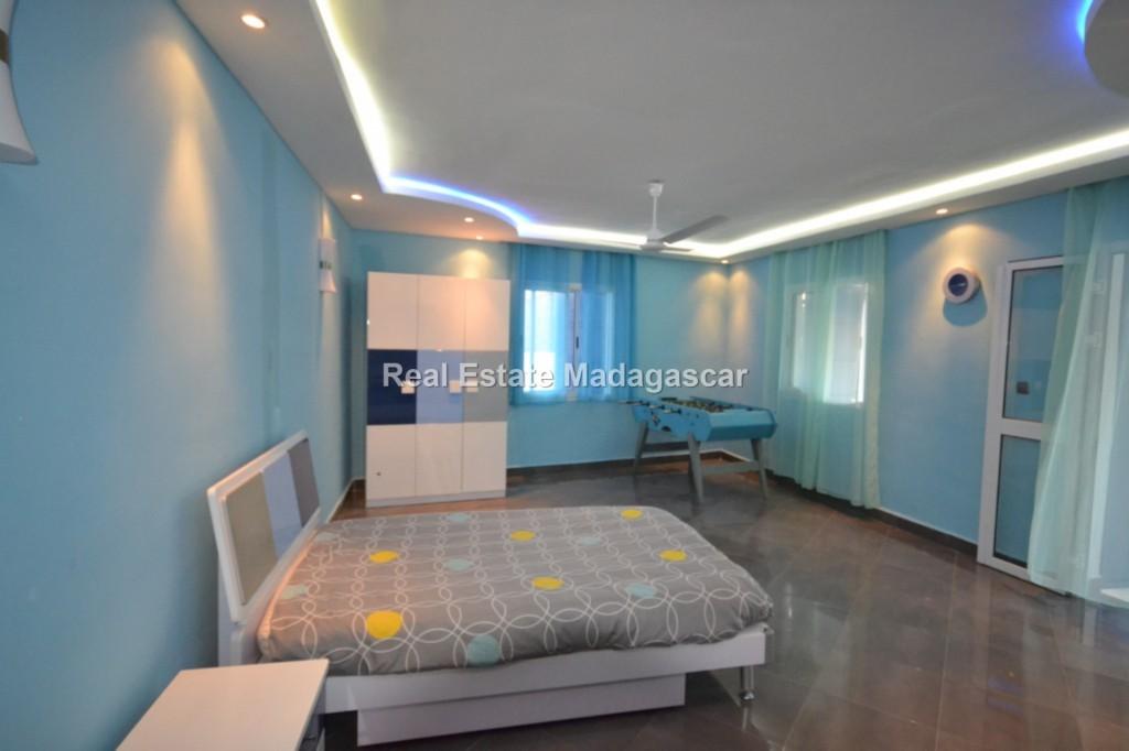 Sale furnished villa Amborovy Mahajanga 5.jpg