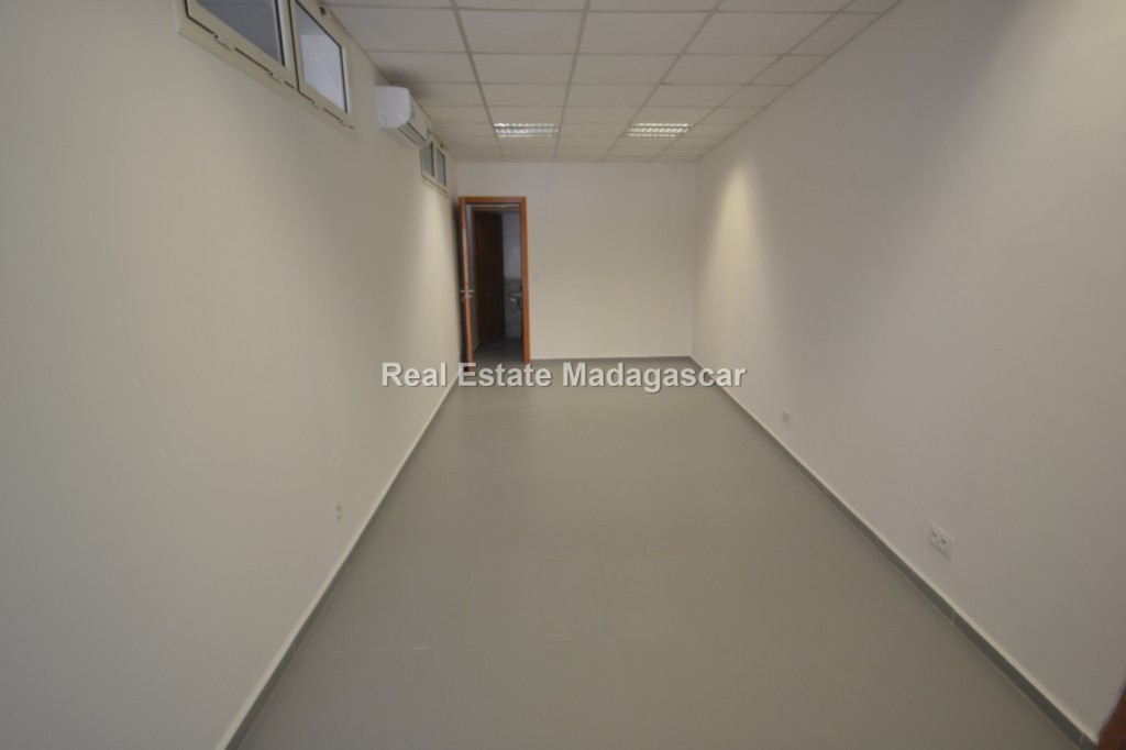 business-premises-rent-mahajanga-2.jpg