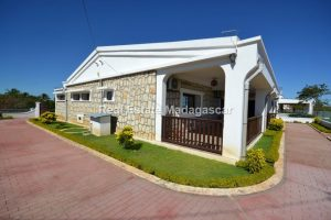 mahajanga-sea-view-villa-rental-1.jpg