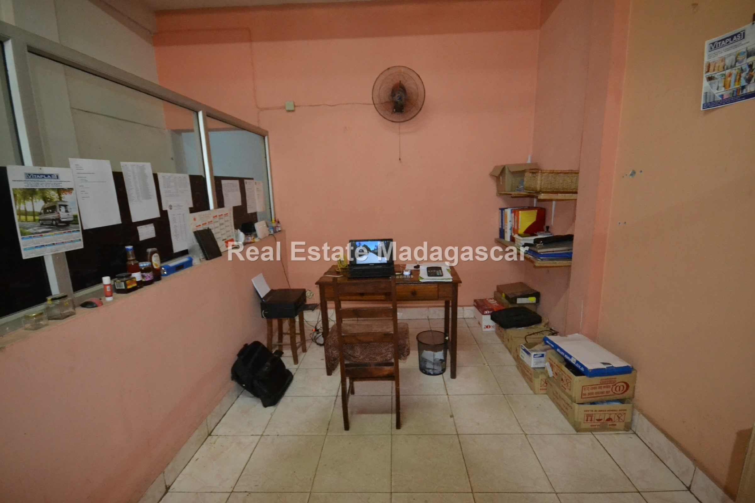 mahajanga-commercial-premises-for-rent-1.jpg