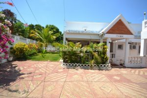 mahajanga-unfurnished-villa-for-sale-1.jpg