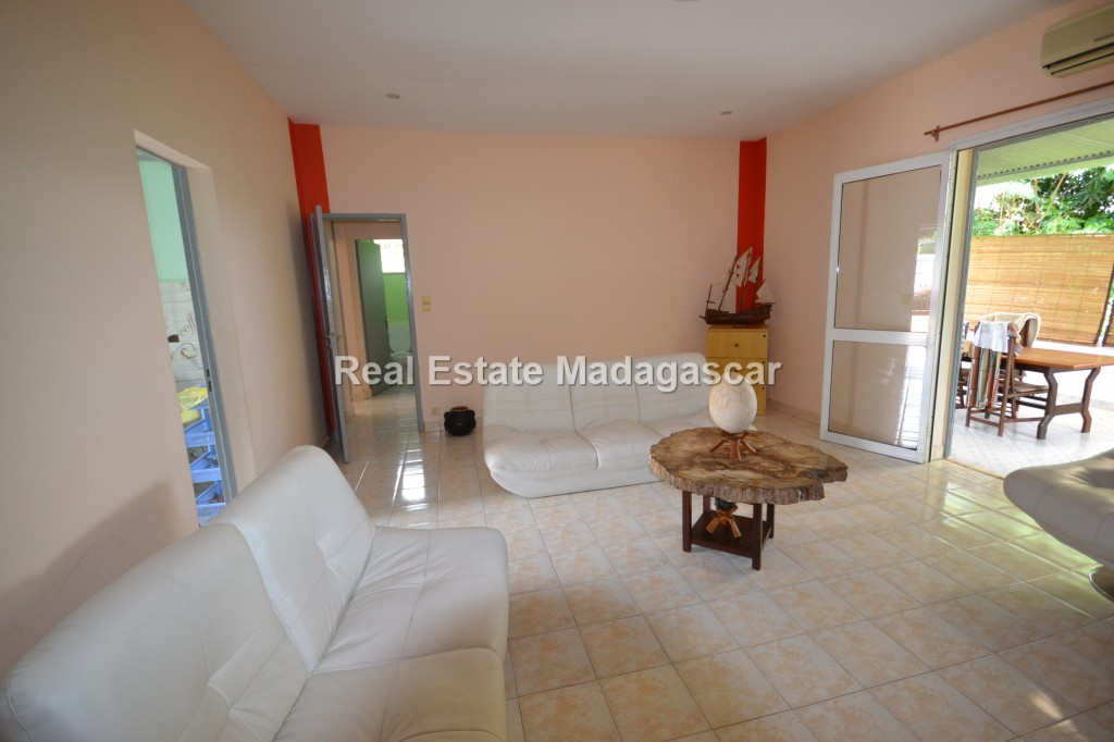 mahajanga-charming-villa-for-sale-1.jpg