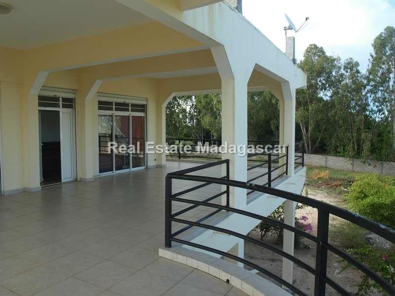 vente-villa-avec-vue-sur-mer_P31782841.jpg