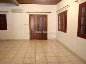cite-btm-villa-rental-diego-suarez_090805.jpg